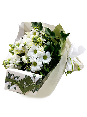 White and cream blooms posy